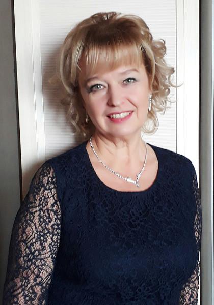 Елена Салюк, 36 лет работающая в хоре «Кантилена», с 1991 года его руководитель, многолетний заместитель директора  Школы искусств имени Дягилева