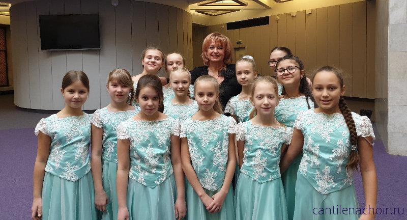 Поздравляем наших дорогих девочек 4 класса с первым выступлением в составе концертного хора Кантилена!!